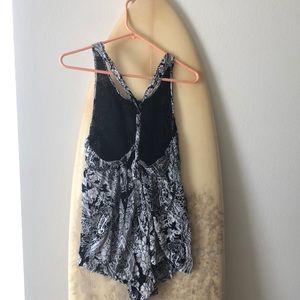 Billabong Shorts - Black and white romper